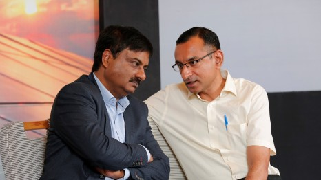 M Ramesh (L) in conversation with Head – Rooftop Solar, Hero Futures Energies, R Sunder.